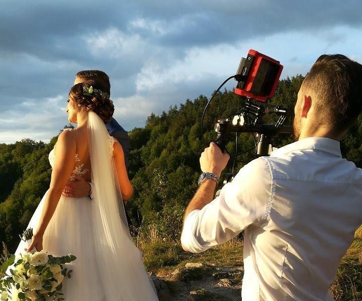 natacanie-svadobneho-videa-kameraman